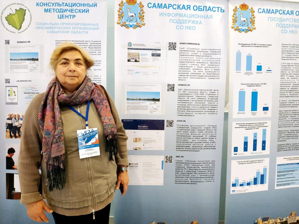 Член делегации П.А.Николаенко, мобильная выставка о гос.поддержке НКО в Самарской области.